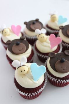 cute bears and bee's cupcake tutorial by Sharon Wee Creations #cupcakes
