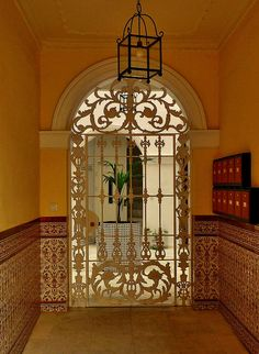 Saw gates like this in Mexico all the time.  Almost every house had one.