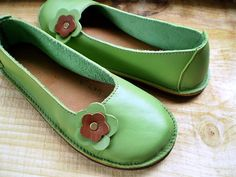 handmade leather flat. CUTE!