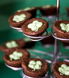 St. Patricks Day Brownies frostings, brownie recipes, beer, dessert recipes, four leaf clover, food, brownie bites, guin, frosting recipes
