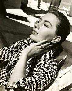 Cyd Charisse (photo by Virgil Asper, 1950)