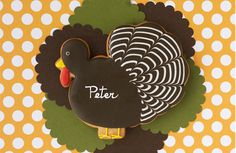 An elegant addition to any table.  Personalize this turkey with each of your guests names. #turkeylurkey #thanksgivingtable