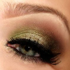 Beautiful #green eyeshadow look using Urban Decay and MAC.