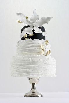 Simply Elegant. Black & White Cake…<3