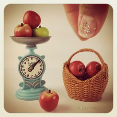 Mini apples & scale