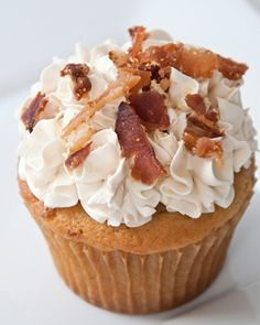 10 Most unique and creative cupcakes Pancake and Bacon cupcake.