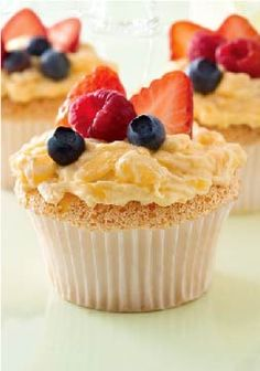 Angel Lush Cupcakes – This easy dessert recipe is heaven sent! Top with icing and fresh ripe berries.