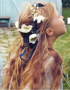 Bonpoint / Flowers on her hair II