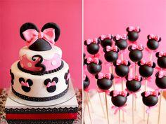 Tarta fondant y pop cakes de minnie mouse