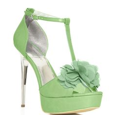 Ohhh! What a darling #green heel.