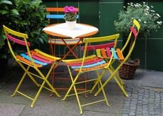 Google Image Result for http://us.123rf.com/400wm/400/400/razzdazzdesign/razzdazzdesign1006/razzdazzdesign100600024/7220882-kleurrijke-metalen-stoelen-en-een-tafel.jpg