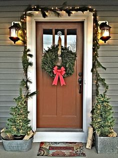 It's the Most Wonderful Time of the Year! Creating a warm entrance for the holidays on a budget ~ Country Christmas ~ www.theuniquenest.com