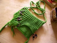 Love the fringe on this over the shoulder crochet bag... ♥ By Crochetology