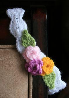 Free Crochet Pearly Girl Baby Headband Pattern.