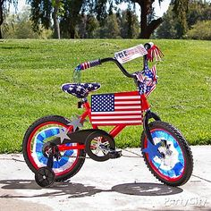 Park the kids curbside with red-white-and-blue streamers, cutouts and pinwheels to get their bikes parade-ready. parti, kid