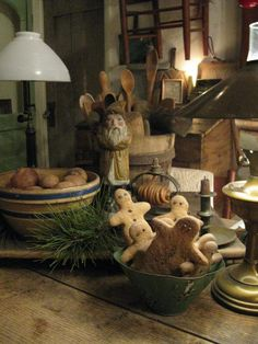 Primitive Christmas...gingers in a bowl.