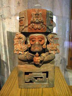 Urna funeraria,con figura de mono.  Cultura zapoteca  Museo de Antropologia e Hist.