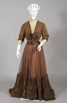 Tea gown, circa 1900, via the Powerhouse Museum.
