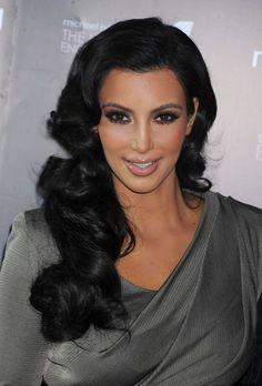 Kim Kardashians glamorous, retro hairstyle