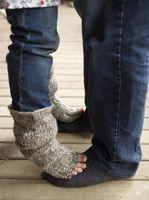 How to Loom Knit Adult Socks thumbnail