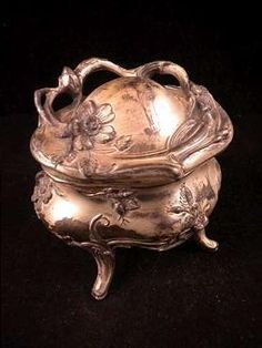 Vintage ART NOUVEAU Footed JEWELRY CASKET BOX SILVER PLATED Floral Design