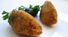 Pastéis de bacalhau à portuguesa - servir com arroz de cenoura e ervilha