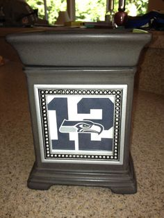 """Charcoal Gallery Warmer with Beaded Snapshot Frame ~ Use your imagination with what you want to """"light up"""" ~ Favorite NFL team? wedding pic? family pic? business logo? school mascot? ORDER ONLINE/SHIPS DIRECT !!! https://spollreisz.scentsy.us"""