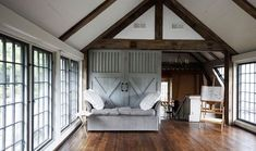 loving the accent of the barn doors