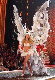 I would kill to be a VS Angel! I want those wings!