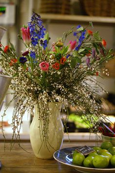 You can reccreate this look by using the Longaberger utensil vase on sale April 17