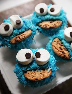 Cookie Monster Cupcakes--Find out how to decorate these kooky Cookie Monster cupcakes on Kitchen Explorers.