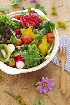 eat your way to great skin with certain foods that prevent sunburn and aging: Leafy Greens