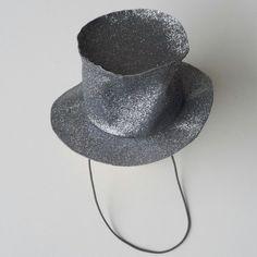 Chapeau de magicien saupoudré de poudre magique