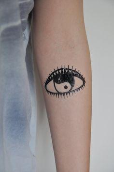 Evil Eye Temporary Tattoo Modern Art Yin Yang by JoellesEmporium, £3.50 #temporarytattoo #yinyang #evileye #bodyart #etsy
