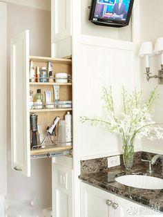 Экономия пространства ванной комнаты для хранения косметики и медицины