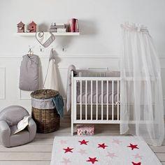 Alfombras infantiles con estrellas http://www.mamidecora.com/alfombras-Lorena%20Canals-estrellas.html