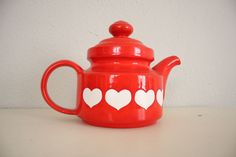 Mid Century Teapot // Vintage Valentines Day Red by adVintagous, via Etsy.
