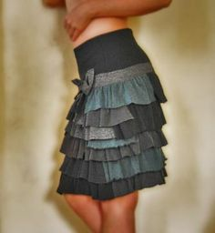 Cute DIY ruffled skirt from old t-shirts.