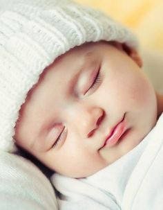 Gert your baby sleeping through the night with this must-try routine!