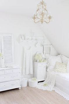 white bedroom cottag, shabbi chic, white rooms, white bedrooms, guest rooms, white interiors, swedish decor, shabby chic bedrooms, dream rooms