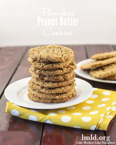 You won't believe that these delicious peanut butter cookies are flourless. They are soft, with a little crunchy edge, and so flavorful and good! #lmldfood