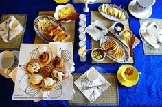 table setting {yellow & blue}
