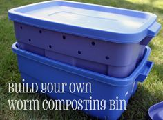 Tutorial on how to build a worm composting bin out of 2 Rubbermaid containers. I want to do this!!