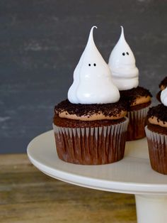 Halloween Ghost Meringue Cupcakes
