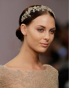 This delicate headpiece proves that you can be perfectly chic without a veil. #weddingbeauty #bridal #wedding