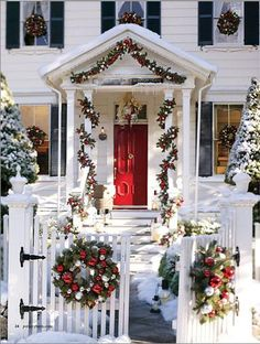 Home Decor Ideas - Evergreen Holiday Wreaths on Windows