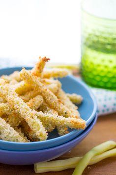 Crispy Oven-Baked Parmesan Green Bean Fries | sweetpeasandsaffron.com