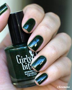 Girly Bits Darkly Dreaming on Nail Chow_mama