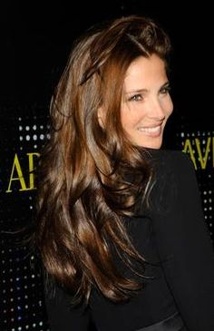 Dark Hair with Caramel High lights. Elsa Pataky's dark hair has subtle caramel highlights in it. If you want this type of hair color effect, ask for caramel highlights to be placed in the hair by weaving very small amounts of hair out of very small sections. This type of sectioning makes the hair look sun-kissed all over rather than creating streaks of highlights throughout dark hair.