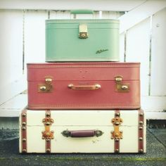 Vintage suitcases - PERFECT colors for my  room. I want these at the foot of my bed.